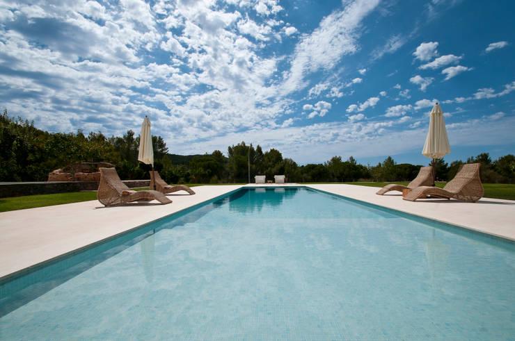 moderner Pool von Ivan Torres Architects
