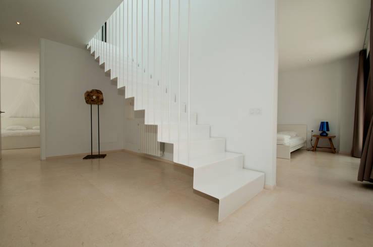 Corridor & hallway by Ivan Torres Architects