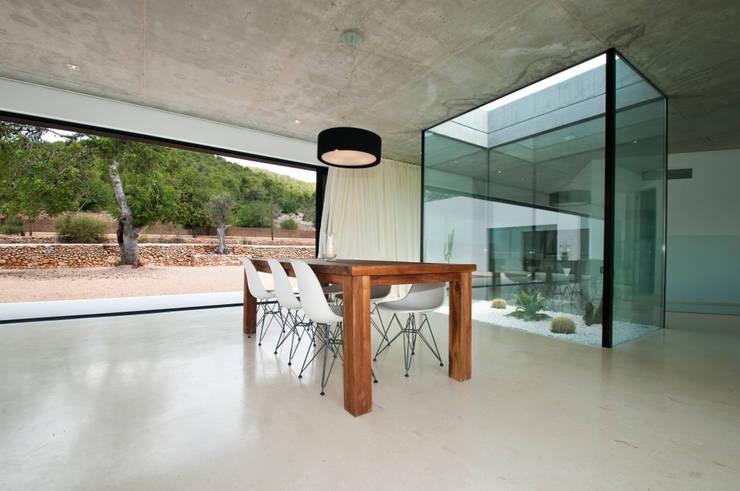 Can Pep de Sa Guaita: Comedores de estilo moderno de Ivan Torres Architects