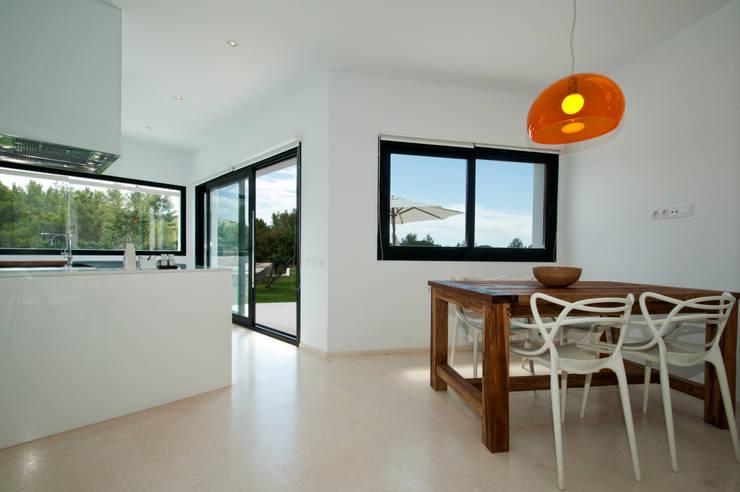 Can Pep de Sa Guaita: Cocinas de estilo moderno de Ivan Torres Architects