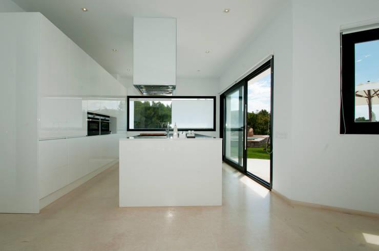 minimalistische Küche von Ivan Torres Architects