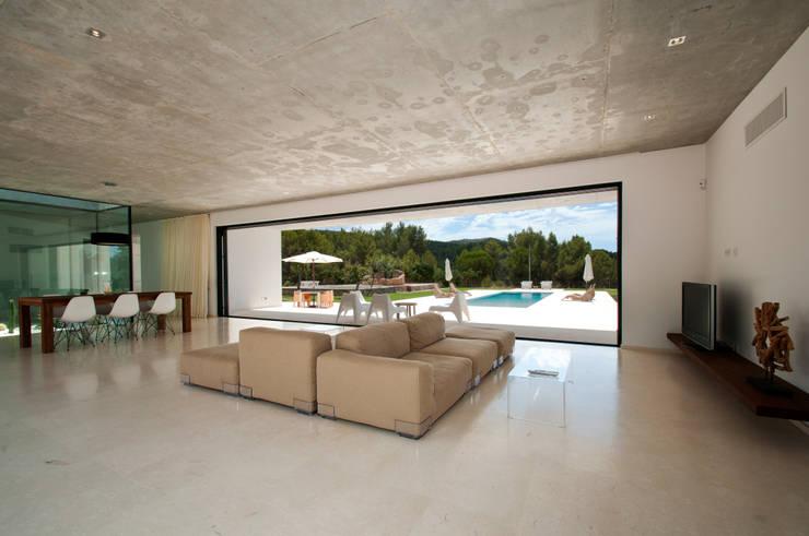 Can Pep de Sa Guaita: Salones de estilo  de Ivan Torres Architects