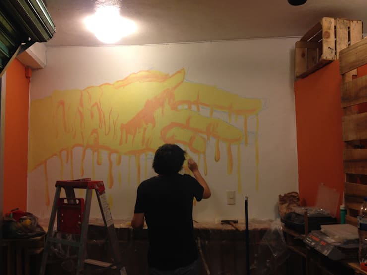 proceso mural interior: Restaurantes de estilo  por Armatoste studio