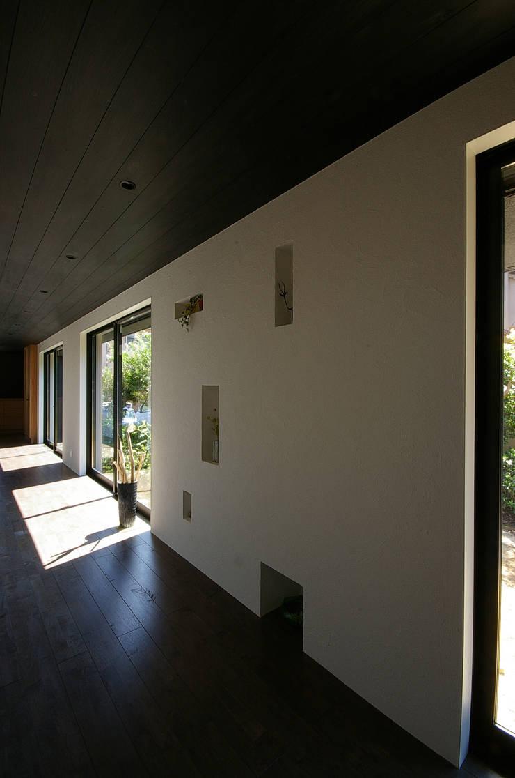 堺市の住宅 / 縁側のある家: 一級建築士事務所アールタイプが手掛けた廊下 & 玄関です。,
