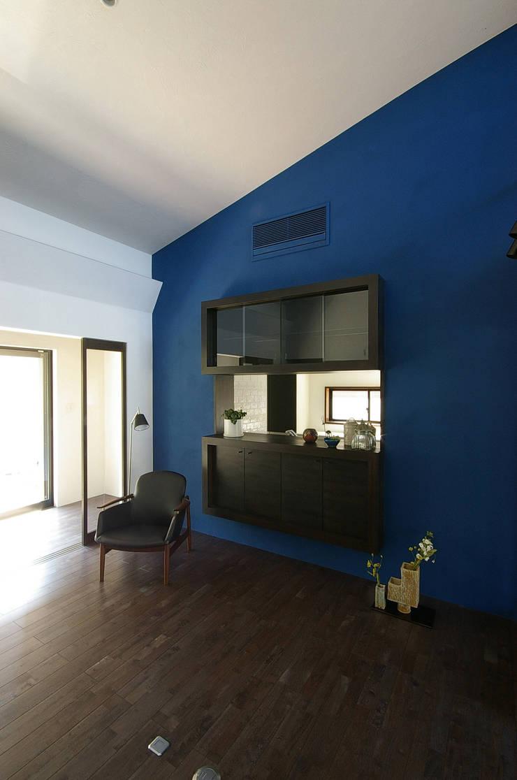 堺市の住宅 / 縁側のある家: 一級建築士事務所アールタイプが手掛けたキッチンです。,