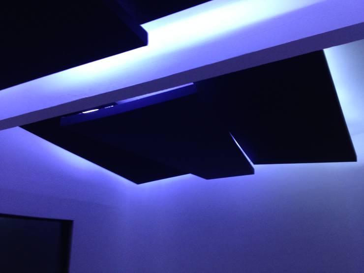 resonadores Estudios y despachos modernos de Armatoste studio Moderno