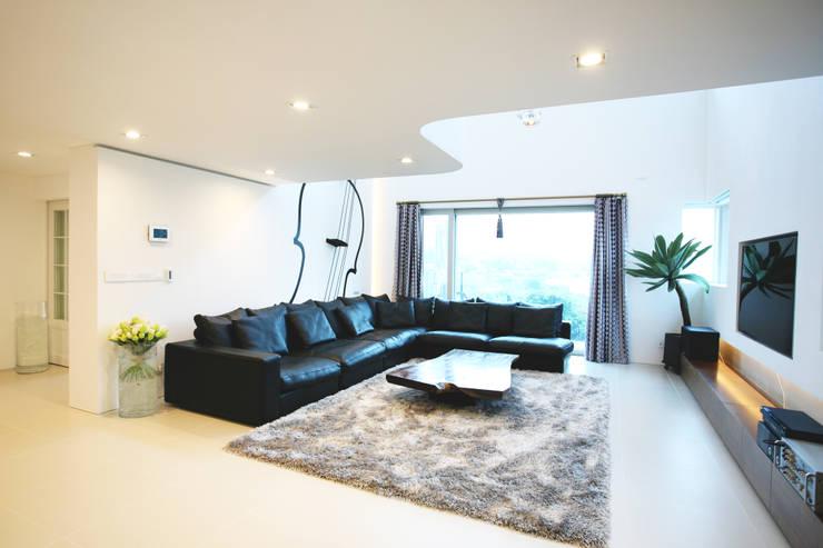 minimalistische Wohnzimmer von HBA-rchitects