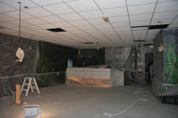 Schilderen systeemplafond d.m.v. airless latex spuiten:   door WandenPlafondSpuiten.nl | latex spuiten | spack spuiten | stucwerk