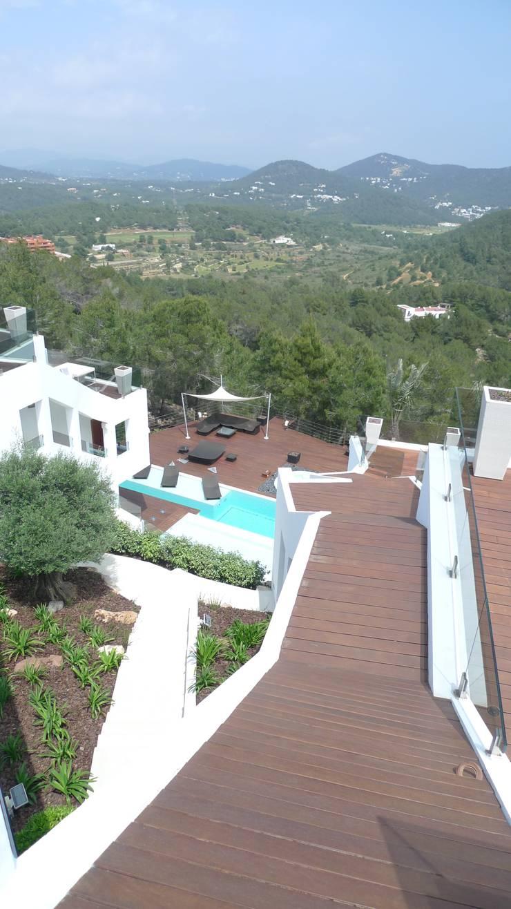 Vivienda en Roca Llisa, Ibiza: Terrazas de estilo  de Ivan Torres Architects