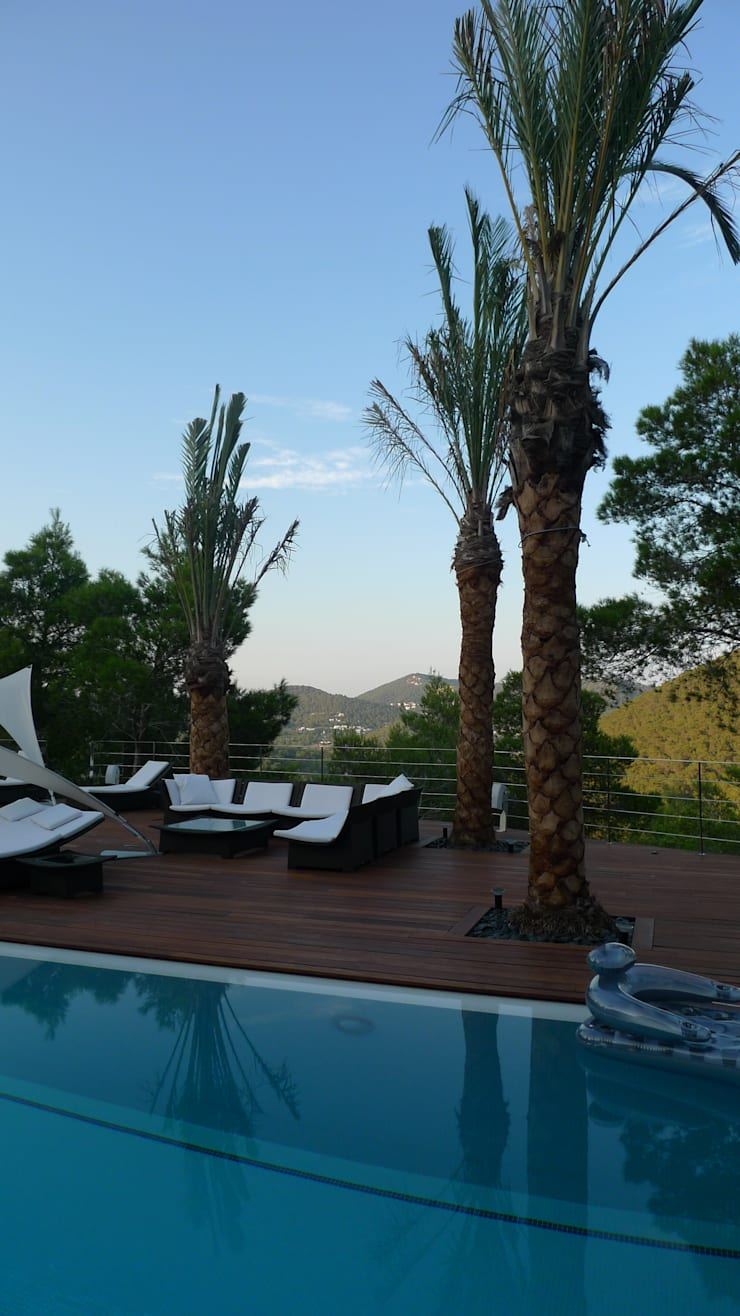 Vivienda en Roca Llisa, Ibiza: Jardines de estilo  de Ivan Torres Architects