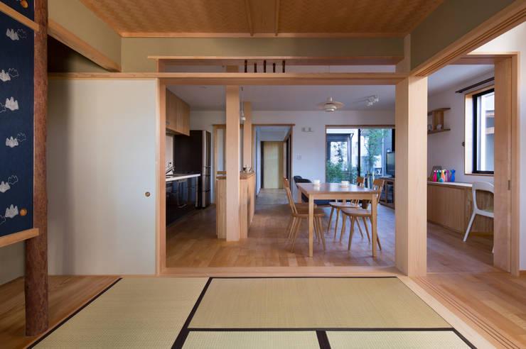 和室: アトリエ・ブリコラージュ一級建築士事務所が手掛けたダイニングです。