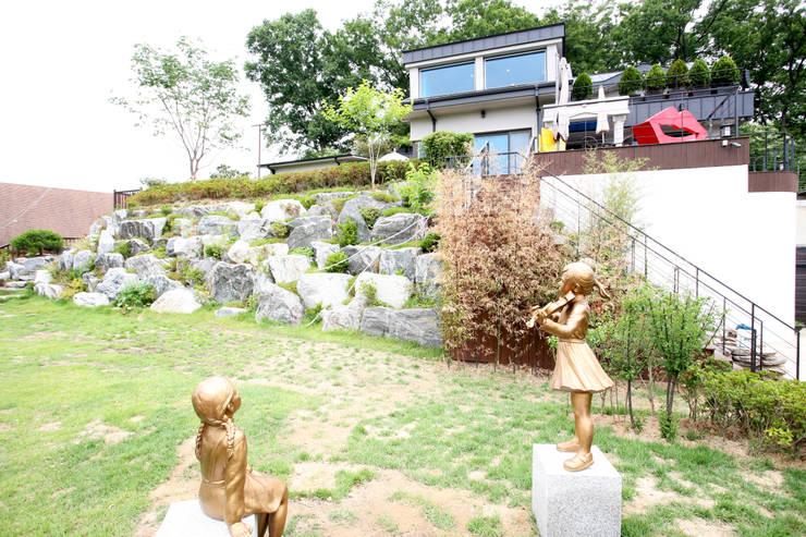 GALLERY HOUSE   미술가의 집: HBA-rchitects의  주택