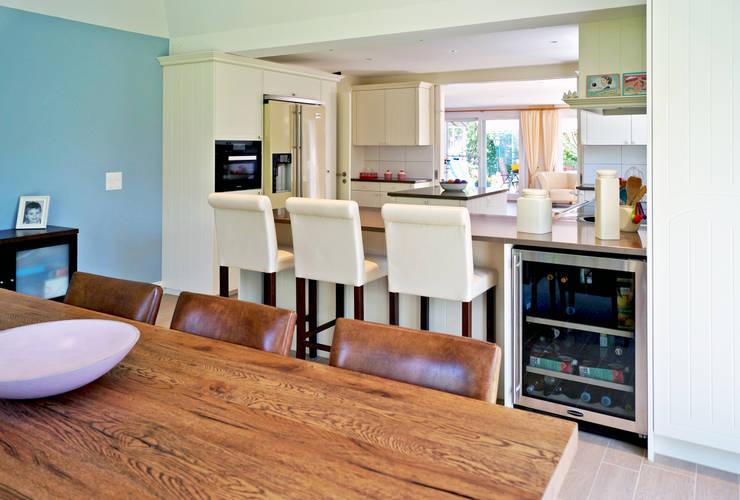 Anbau Wohnzimmer an EFH:  Küche von Füglistaller Architekten AG
