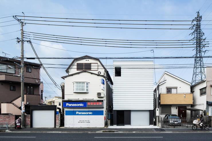 外壁: 田中幸実建築アトリエが手掛けた窓&ドアです。