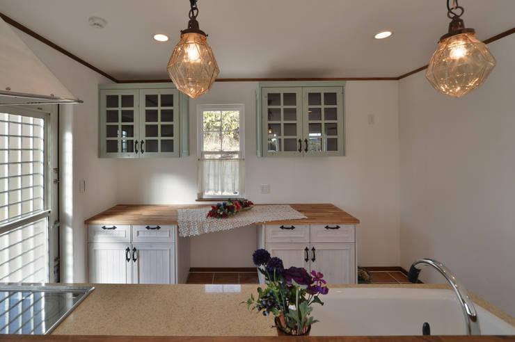 北欧のテイストを取り入れたお家・*: 株式会社 盛匠が手掛けたキッチンです。