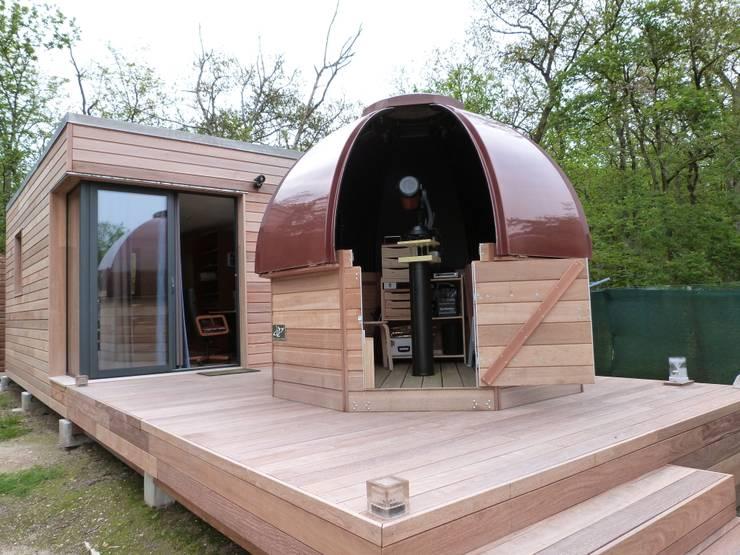 REVE D'ASTRONOME: Balcon, Veranda & Terrasse de style de style Moderne par SELECTIV Habitat