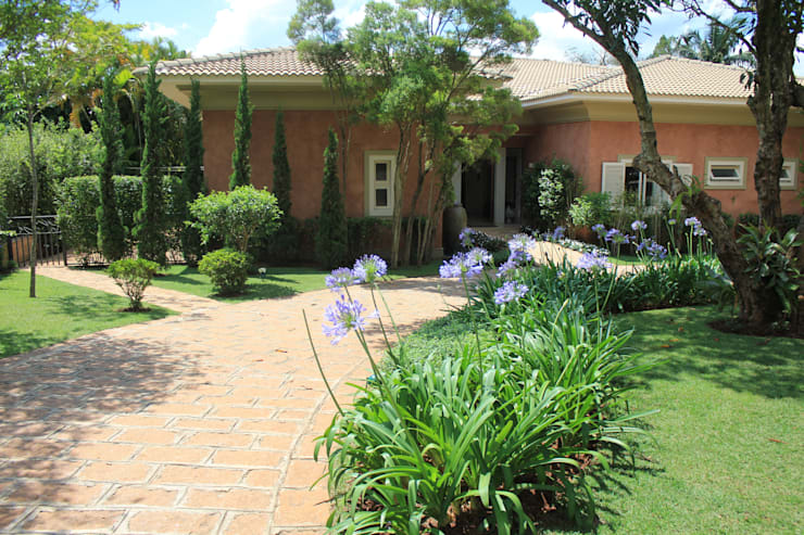 Jardines de estilo  por Mera Arquitetura Paisagistica