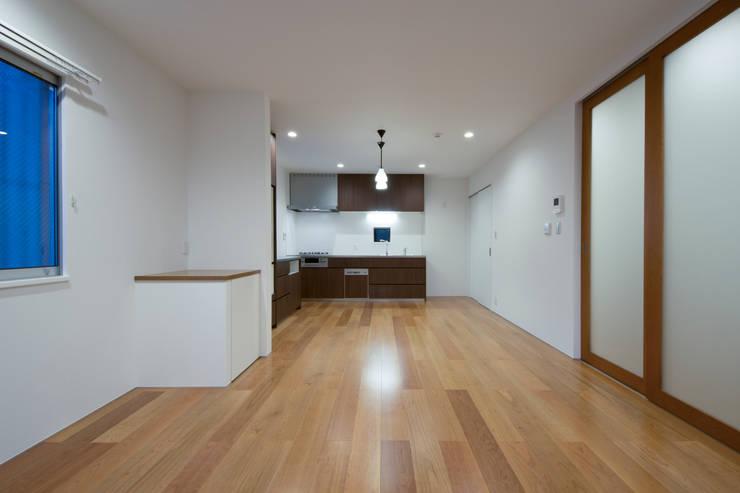 リビングダイニングキッチン: uedA一級建築士事務所が手掛けたリビングです。