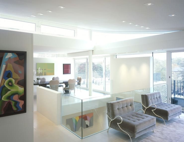 The Picture House:  Living room by reForm Architects, Modern