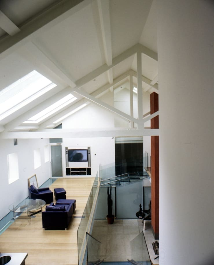 The Art House:  Living room by reForm Architects, Modern