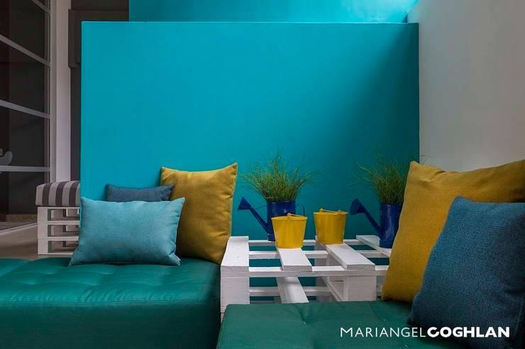 Estar familiar: Salas de estilo  por MARIANGEL COGHLAN