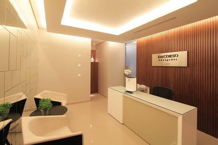 Sala de Espera: Lojas e imóveis comerciais  por Camila Tannous Arquitetura & Interiores