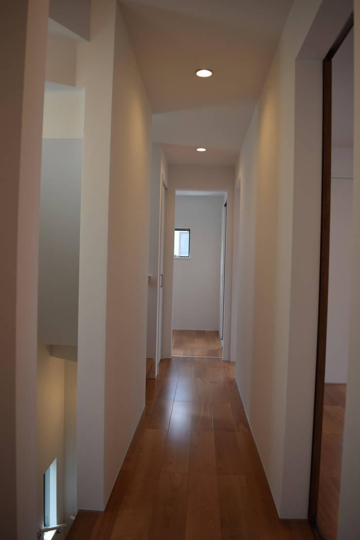 廊下: uedA一級建築士事務所が手掛けた廊下 & 玄関です。