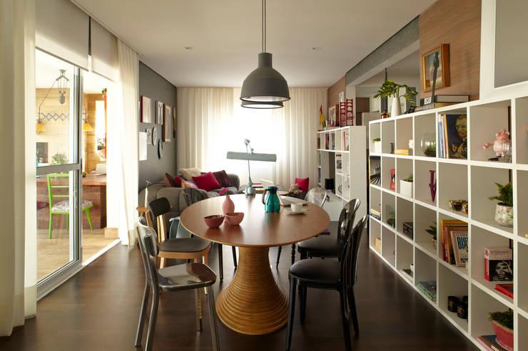 Apartamento em Perdizes: Salas de estar modernas por Lovisaro Arquitetura e Design
