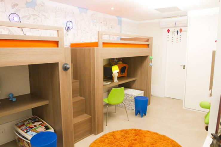 Apartamento em Perdizes: Quarto infantil  por Lovisaro Arquitetura e Design