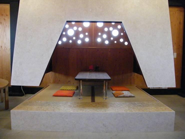 Atelier Tsuzuri: ADS一級建築士事務所が手掛けた和室です。