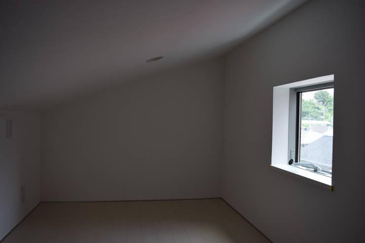 ロフト: uedA一級建築士事務所が手掛けた和室です。,