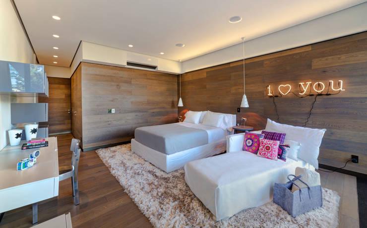 Casa Dalias: Recámaras infantiles de estilo minimalista por grupoarquitectura