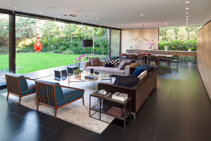 Casa Dalias: Salas de estilo minimalista por grupoarquitectura