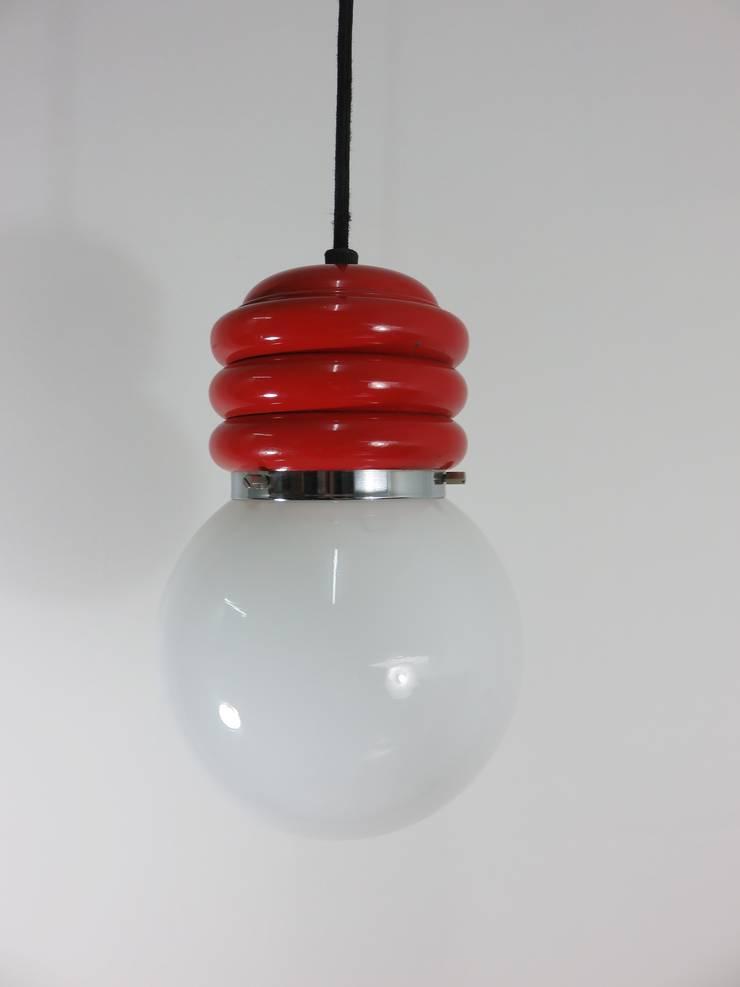 Lámpara de techo cristal y acero lacado en rojo años 60: Hogar de estilo  de Foo El perro azul