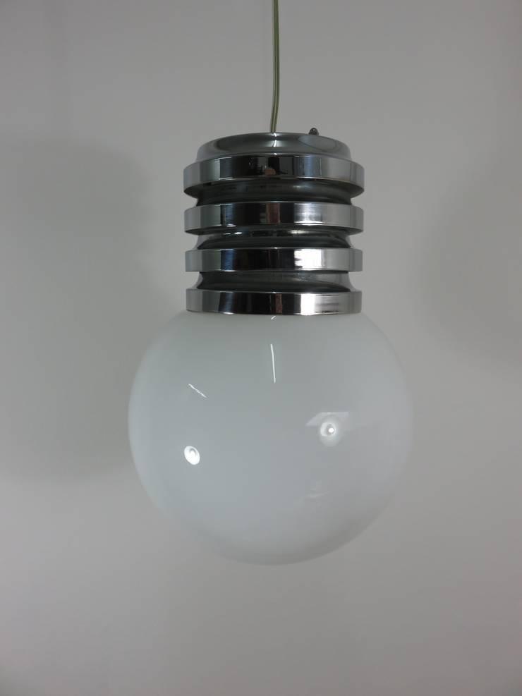Lámpara de techo de cristal y acero cromado años 60: Hogar de estilo  de Foo El perro azul