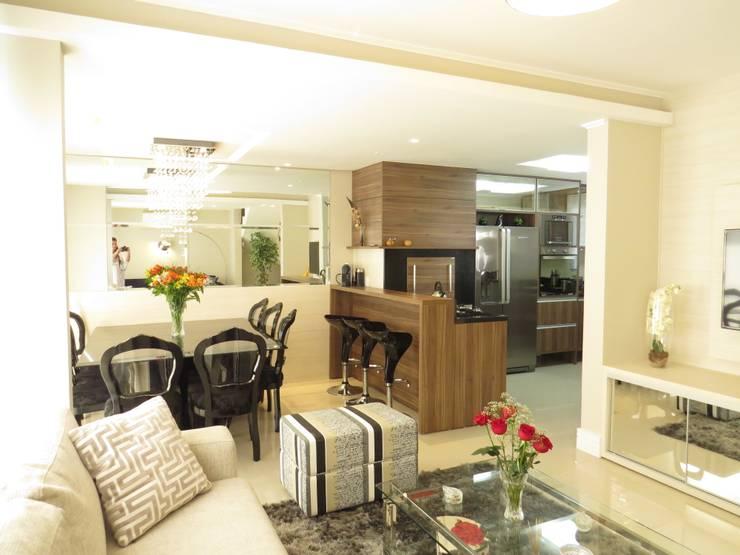 Cozinha e sala jantar: Salas de jantar  por Paula Oliveira Szabo Arquitetura