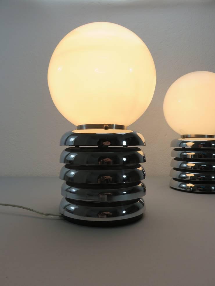 Lámparas cristal y acero cromado años 60: Hogar de estilo  de Foo El perro azul