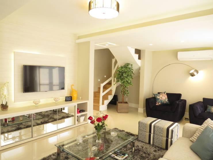 Estar: Salas de estar  por Paula Oliveira Szabo Arquitetura