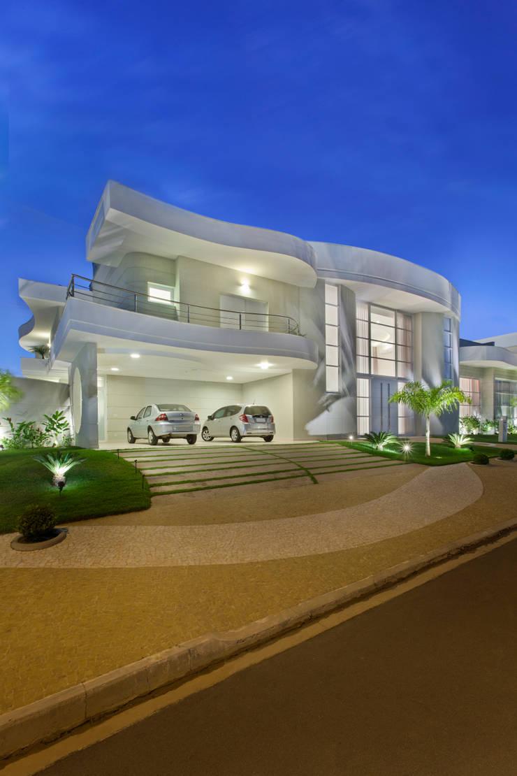 Casa Limeira: Casas  por Arquiteto Aquiles Nícolas Kílaris