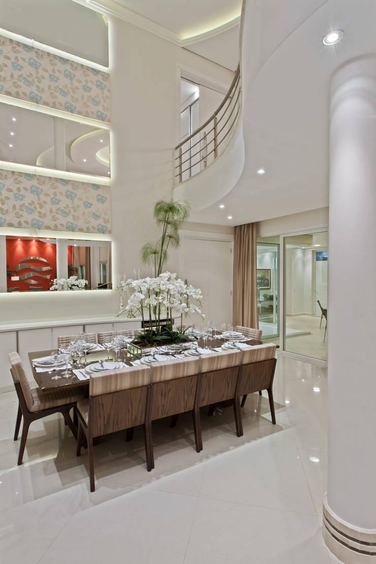 Casa Limeira: Salas de jantar  por Arquiteto Aquiles Nícolas Kílaris