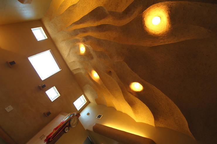 Cuartos de estilo  por 株式会社グランデザイン一級建築士事務所, Ecléctico Madera maciza Multicolor