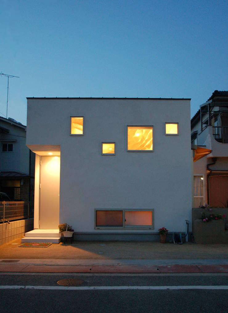 Casas de estilo  por 株式会社グランデザイン一級建築士事務所, Ecléctico Madera maciza Multicolor
