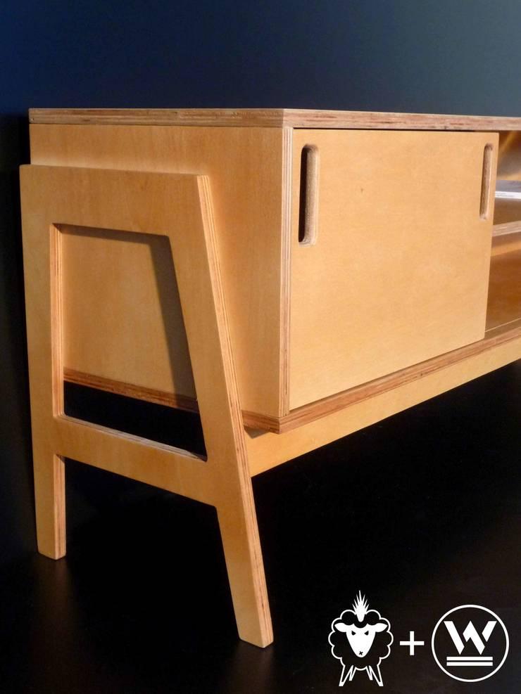 Mueble Bajo Louis : Livings de estilo  por CASA FAD