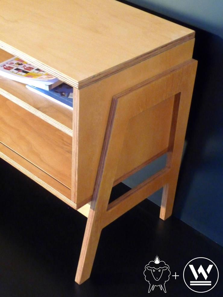 Mueble bajo Louis: Livings de estilo  por CASA FAD