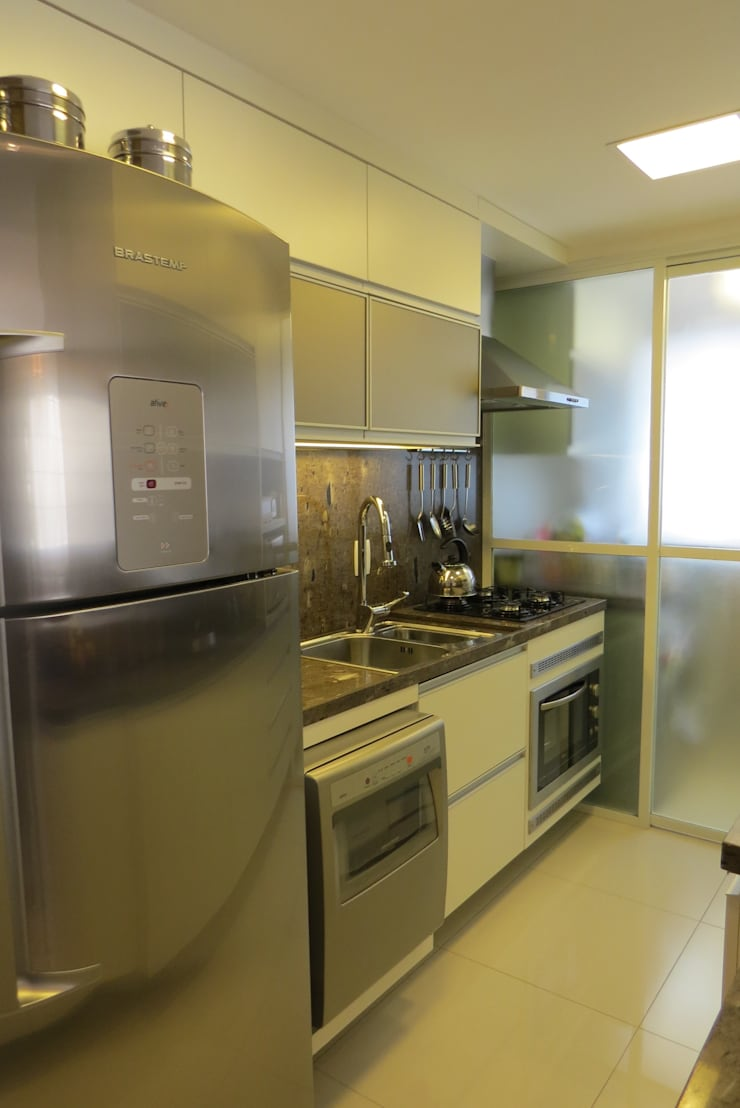 Modern Kitchen by Paula Szabo Arquitetura Modern