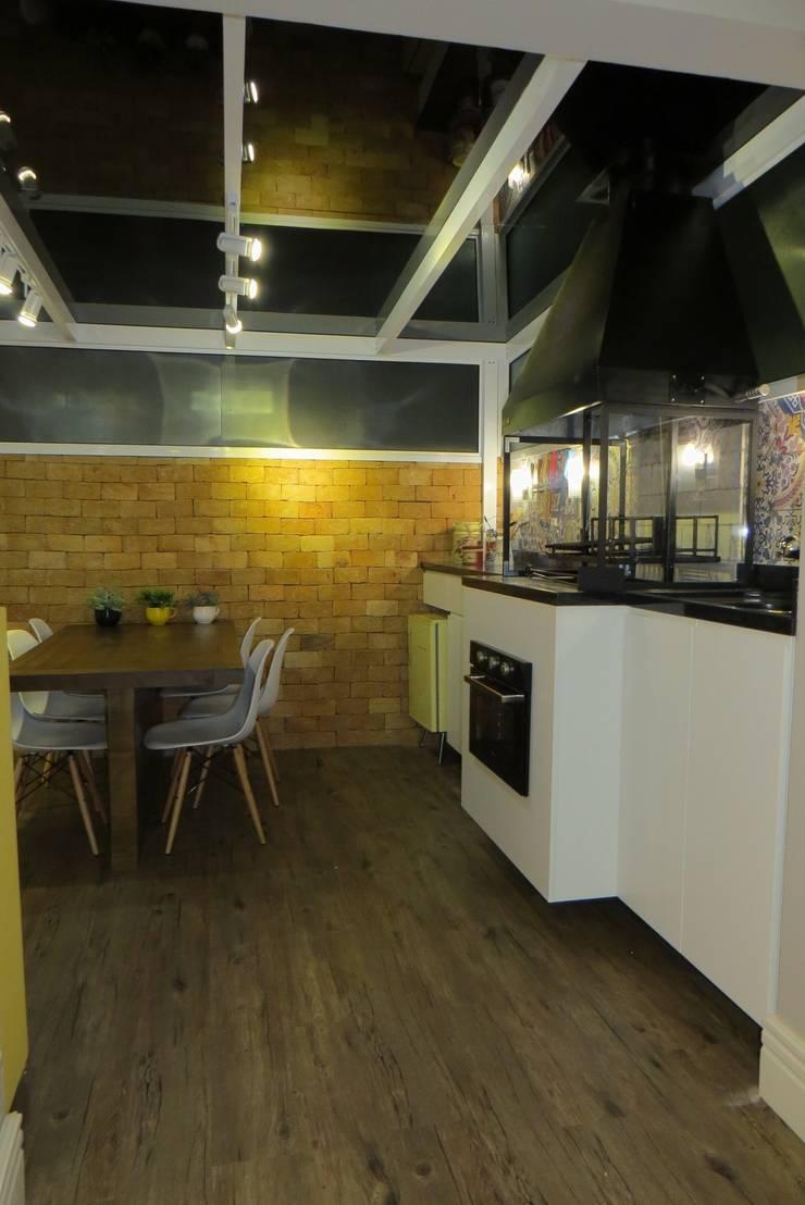 Churrasqueira gourmet: Salas de jantar  por Paula Oliveira Szabo Arquitetura