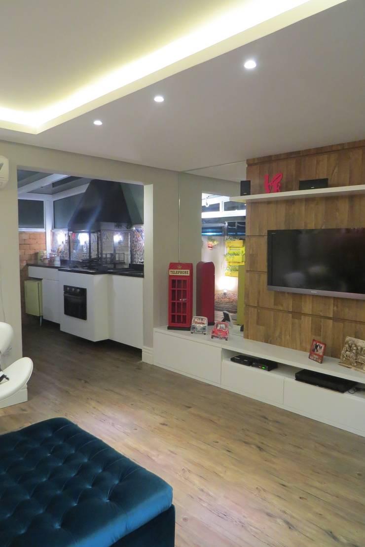 Sala de estar: Salas de estar  por Paula Oliveira Szabo Arquitetura