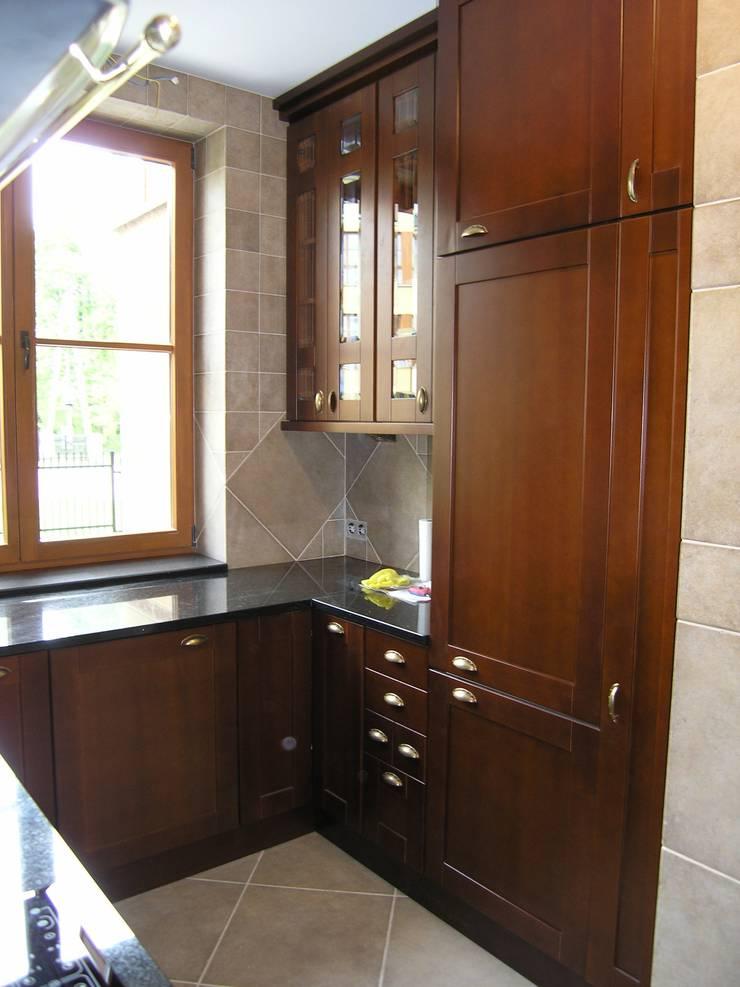 Classic kitchens: styl , w kategorii Kuchnia zaprojektowany przez DREWMAR