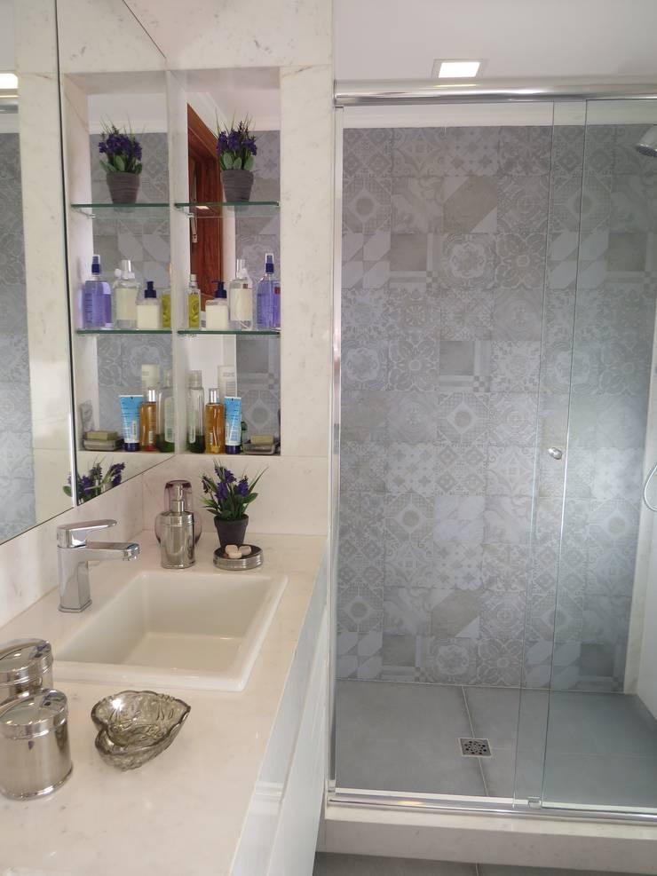 Banho suite: Banheiros  por Paula Szabo Arquitetura,Minimalista