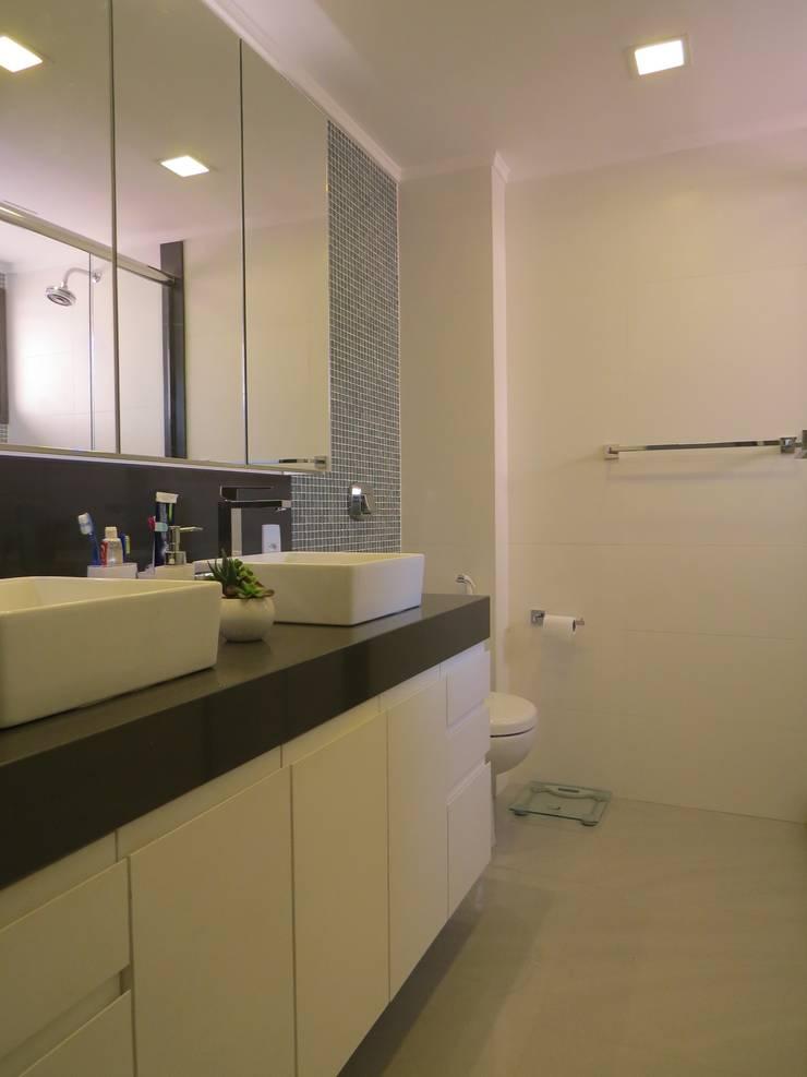 Banho social: Banheiros  por Paula Szabo Arquitetura,Minimalista